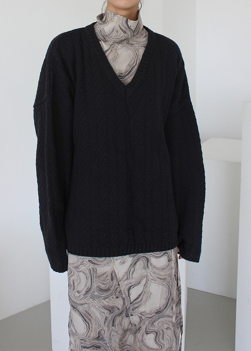[sale] V neck cable knit (black)